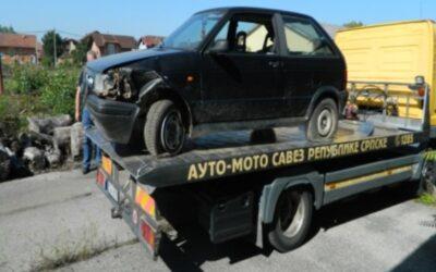 """Преузимање одузетих возила марке """"SEAT IBIZA"""" , """" VW GOLF"""" и """" VW TIP 253"""" у Козарској Дубици"""
